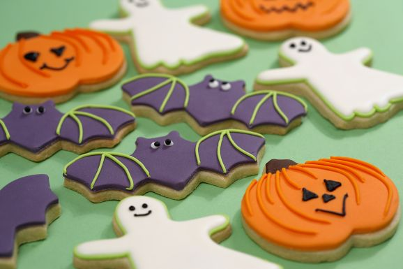 Halloween Iced Biscuits (+ A Royal Icing Giveaway!)