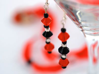 Red & Black Beaded Pendant & Earrings