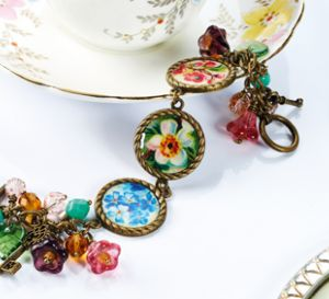Embed vintage images in resin Bracelet