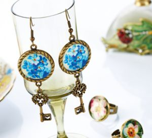 Embed vintage images in resin Earrings