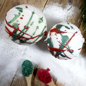 How to Make Christmas Bath Bombs at Home