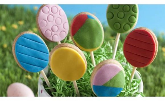 Easter Egg Biscuit Pops